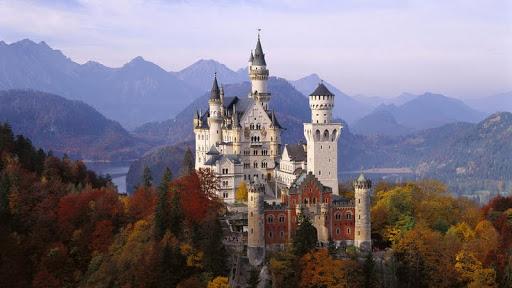 Neuschwanstein Castle in Autumn, Bavaria, Germany.jpg