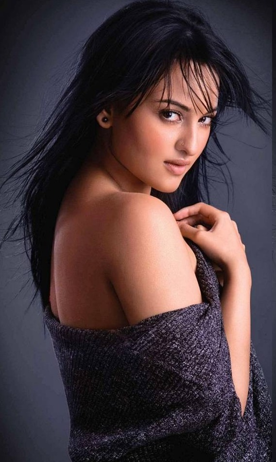 Latest Bikini Cute Sonakshi Sinha in Hot Bikini Cute
