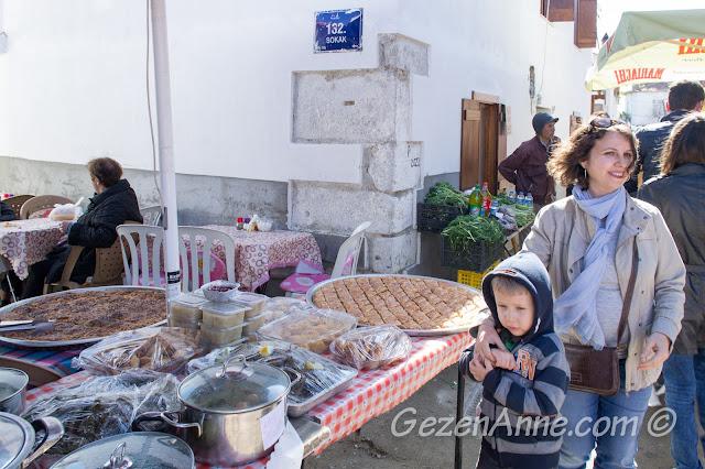 Sığacık pazarında dolaşırken, Seferihisar