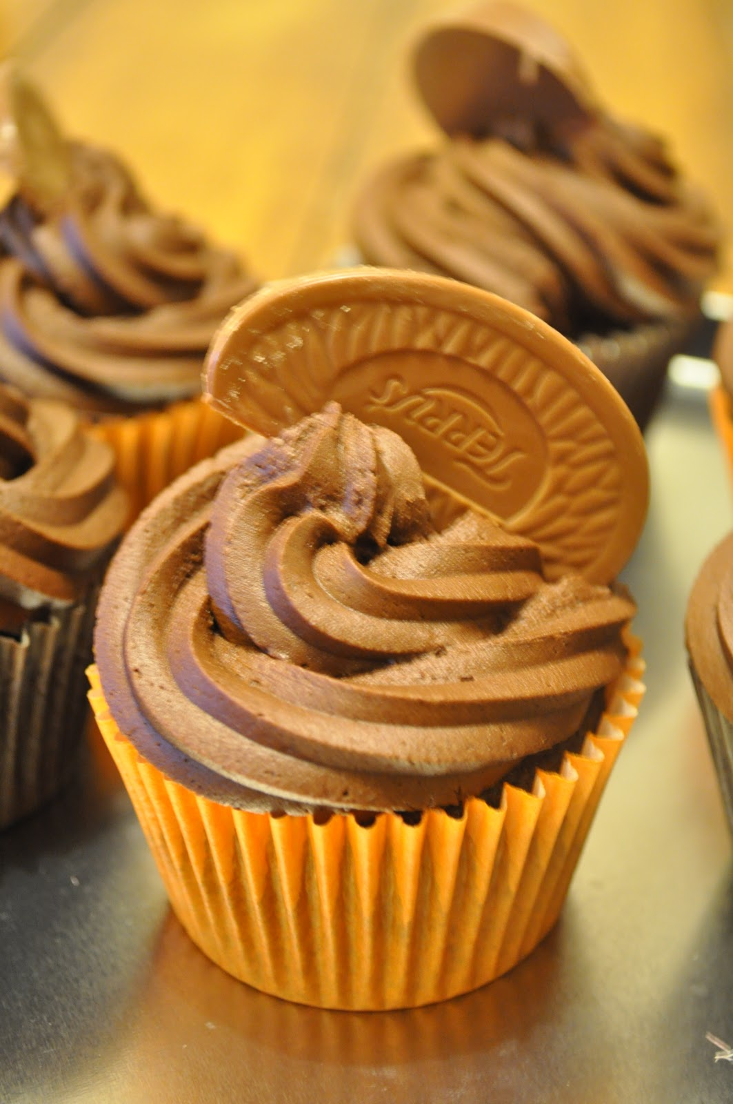 Cookies and Cakes and all things baked!: Chocolate Orange Cupcakes