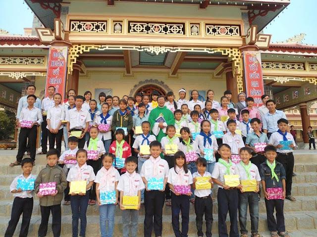 Vui xuân và những buổi họp mặt thân thương tại giáo xứ Quảng Thuận