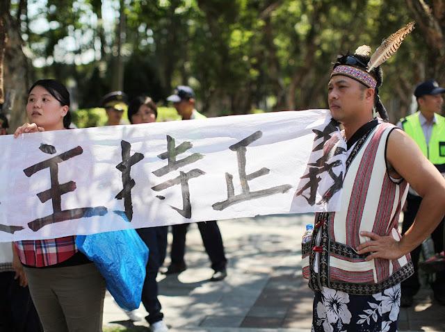 邵族第一次大團結,為了最後的生存空間前往行政院陳情。