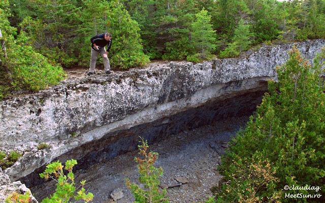 Overhanging Point - atractie turistica de pe Bruce Trail