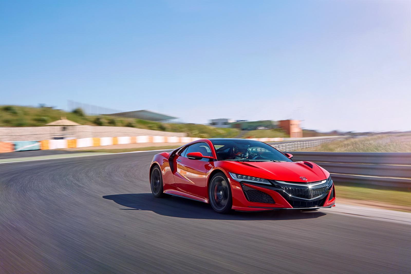 Honda NSX 2017 sẽ là đối thủ cạnh tranh với Audi R8, Nissan GT-R, Mercedes AMG GT-R...