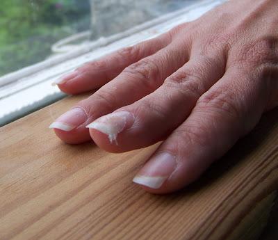 ratowanie złamanego paznokcia ratunku paznokieć się złamał metoda naprawy paznokcia złamanego kropelka eveline odżywka 8w1 ślubne zdobienie