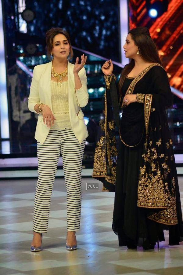Madhuri Dixit with Rani Mukerji on the sets of Jhalak Dikhhla Jaa 7.(Pic: Viral Bhayani)<br />