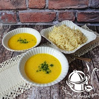 zupa czosnkowa z domowym makaronem