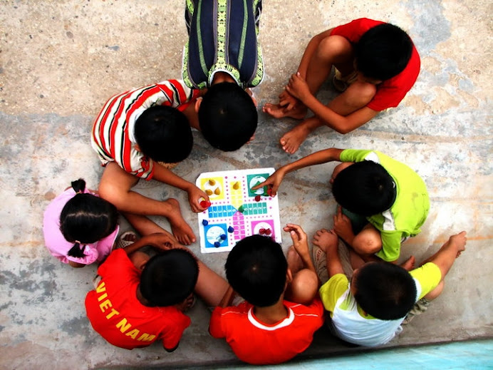Vietnam street children playing game