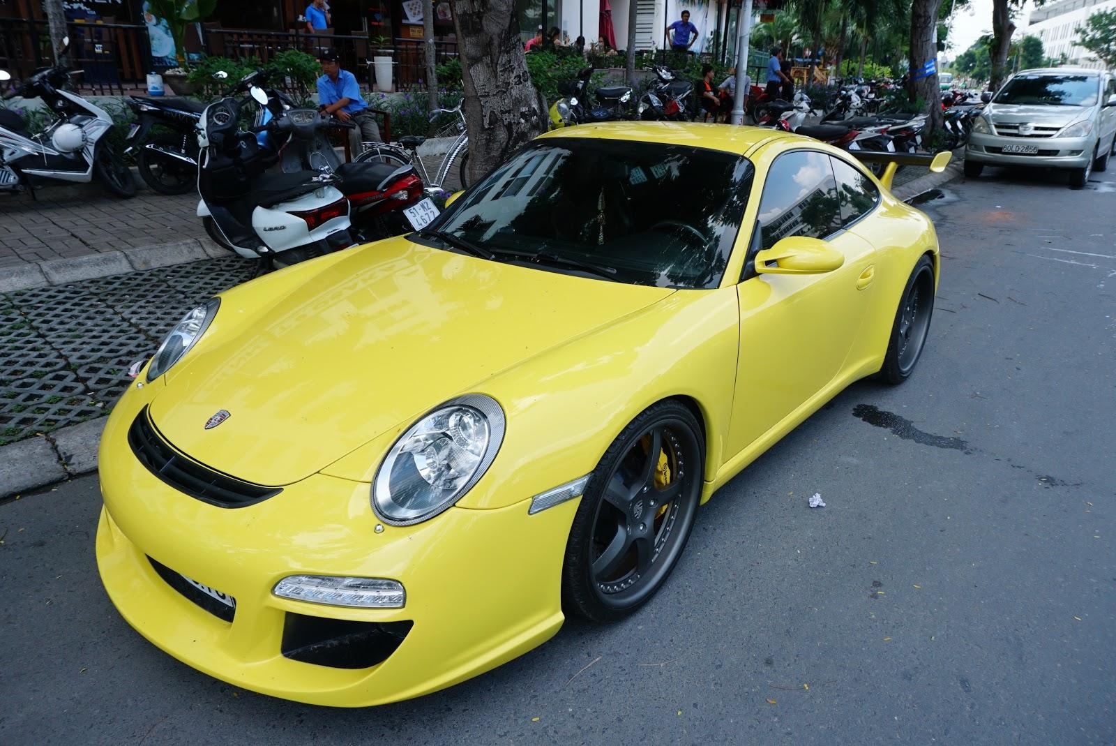 Porsche 911 V-GT vàng