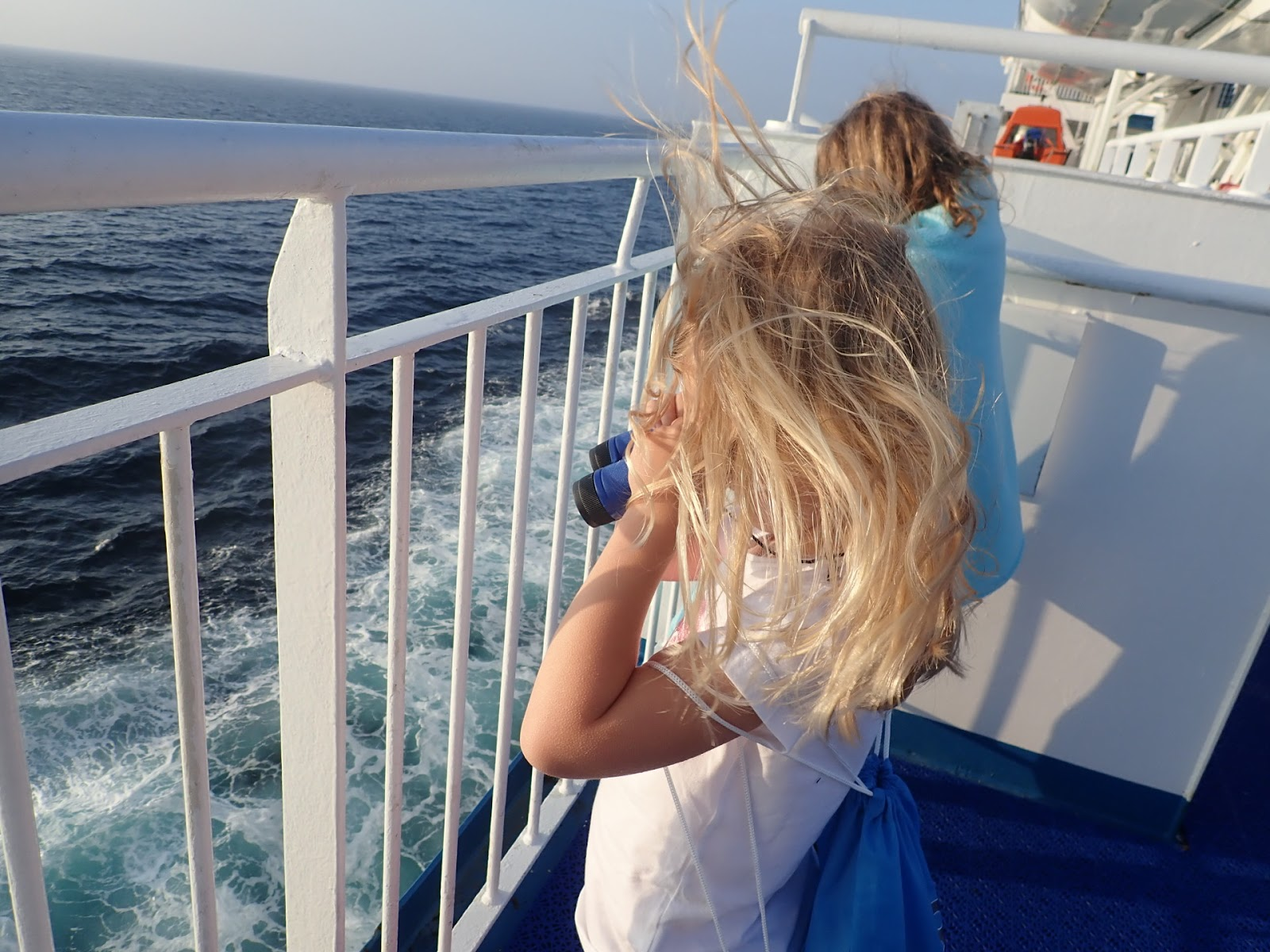 "(<img alt=""kids on the ferry to France"">)"
