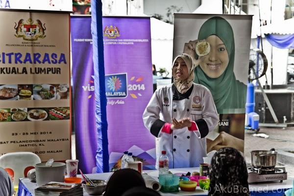 Demo masakan oleh Izyan Hani Juara Masterchef 2012