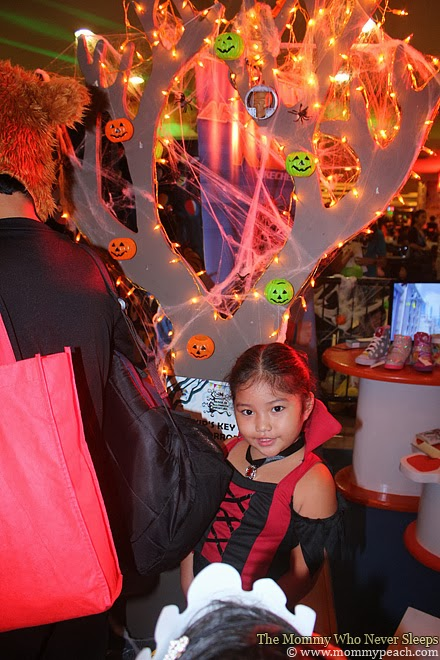 Mall TRICK or TREAT-ing
