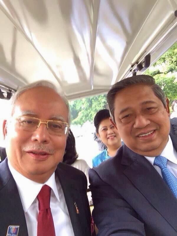 Selfie Indonesia President SBY dan Najib Razak