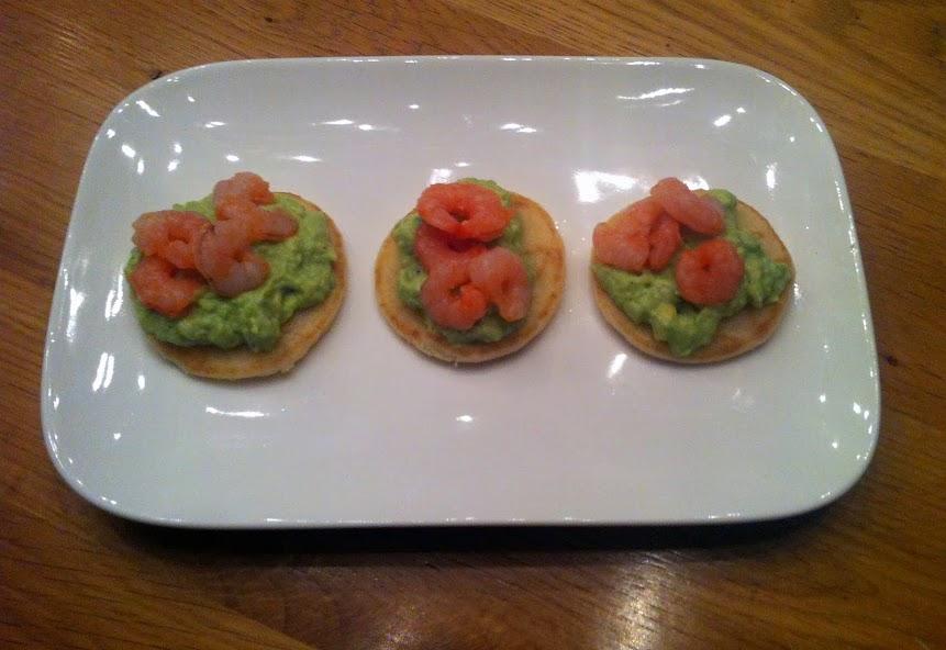 Blini's met avocadocrème en garnalen