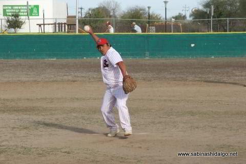 Jesús Sánchez de CNC en el softbol sabatino