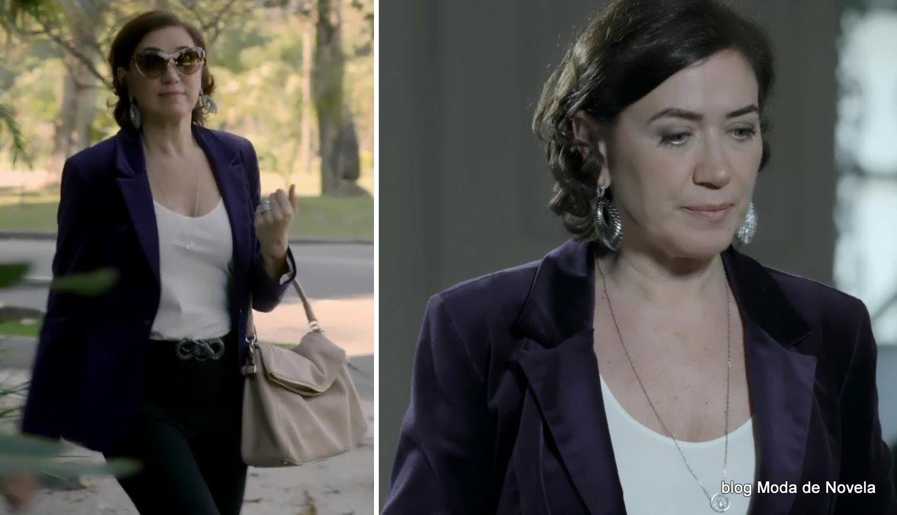 moda da novela Império - look da Maria Marta com blazer de veludo roxo dia 3 de setembro