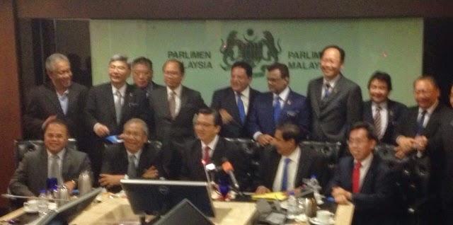 Semua Parti Komponen Ikrar Setia Bersama BN