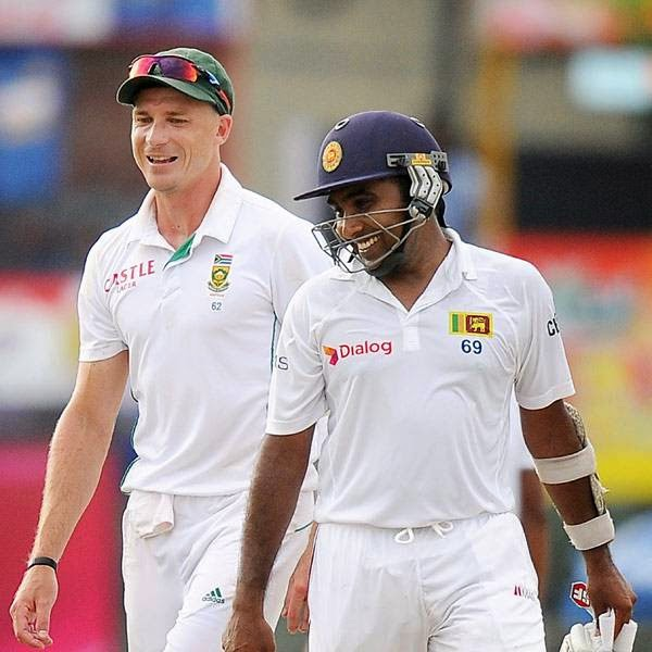 Sri Lankan batsman Mahela Jayawardene (R) speaks with South African cricketer Dale Steyn (L) during the opening day of the second Test match between Sri Lanka and South Africa at the Sinhalese Sports Club (SSC) Ground in Colombo on July 24, 2014.