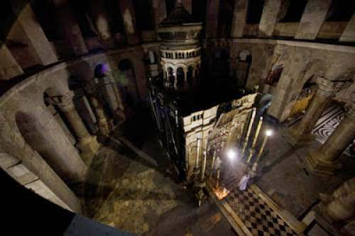Church Of The Holy Sepulcher Comes Alive At Night