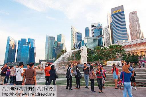 新加坡不只房屋政府遠勝香港,連強積金制度亦令港人羨慕。當地公積金投資全由政府管理,不但管理費低,而且每年派息鼓勵供款。(於港民攝)