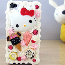 Celular decorado com silicone, Hello Kitty e doces de fimo