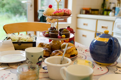 Easter tea: tea pot and cake stand