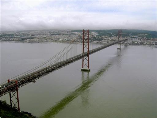 Мост 25 апреля зимой 2010 фото