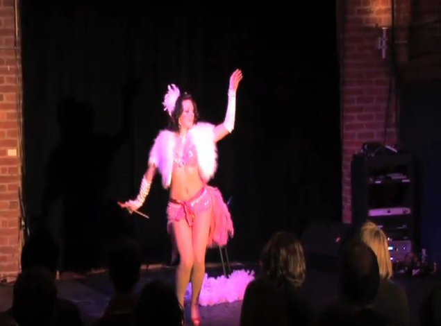 Offstage Kc Burlesque Performances At The Living Room
