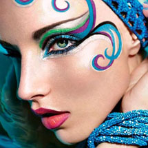 Maquiagem artística azul