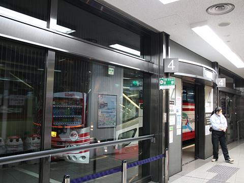 京阪バス「直Q京都号」なんば系統 2536 なんばOCATにて