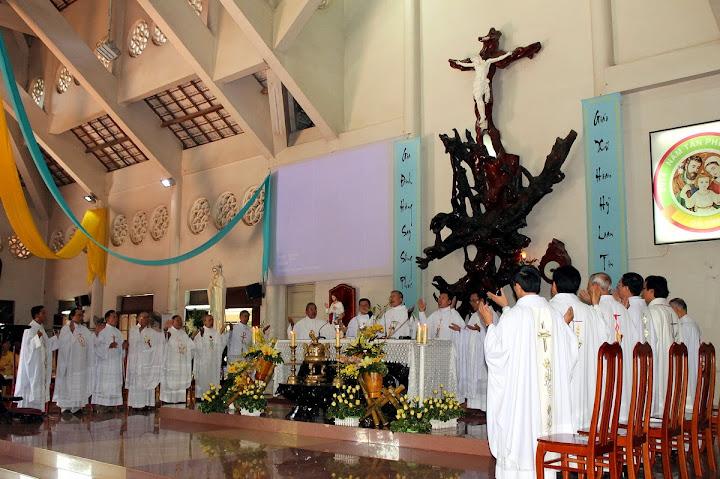 Hình ảnh cha Tađêô Nguyễn Đình Phúc về nhận quản xứ Giáo xứ Đất Sét.