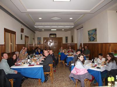 Vista general de los participantes en la comida