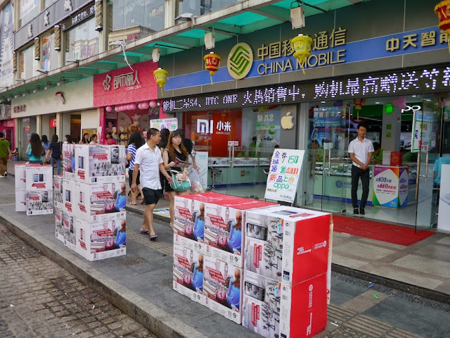 mobile phone store with displays for Xiaomi, HTC, Apple, Android, Oppo, and other brands
