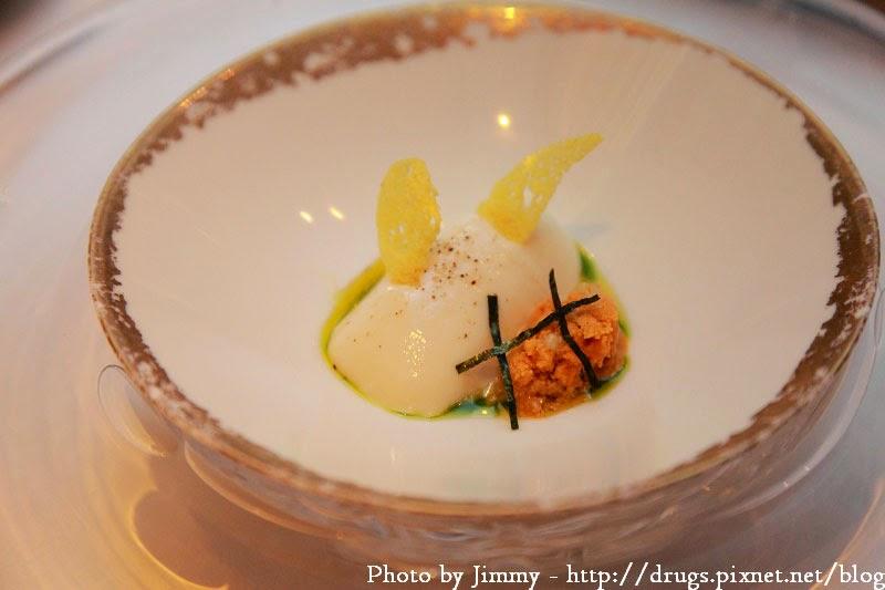 Robuchon au Dôme餐廳的爽滑椰菜奶凍拌欖油海膽