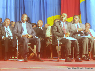 Le premier ministre, Matata Ponyo Mapon et les membres de son gouvernement le 07/05/2012 au Palais du peuple à Kinshasa, devant l'Assemblée nationale. Radio Okapi/ Ph. John Bompengo