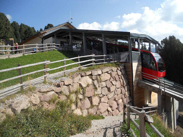 Upper funicular station at Mount Rasciesa