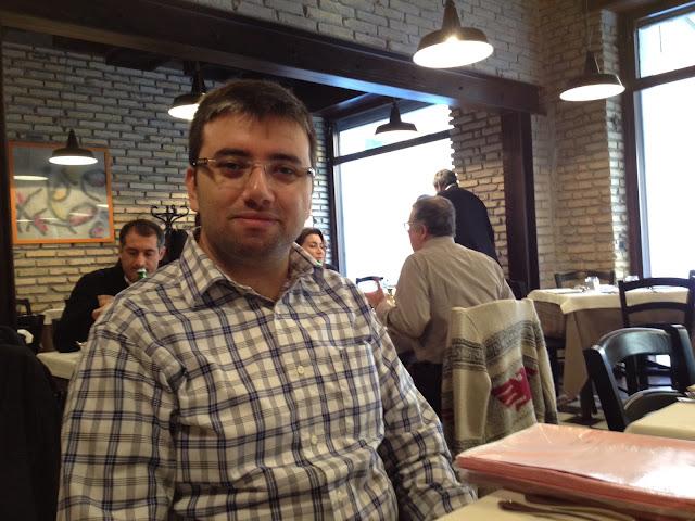 Felice a Testaccio'da yemek yerken, Roma