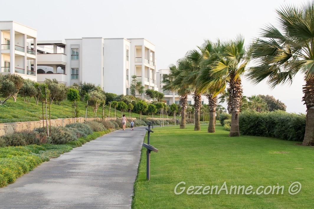 Xanadu Island otelde bahçe ve binalar