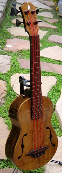 Roadtoad Big Buffo Acoustic Baritone Bass Ukulele