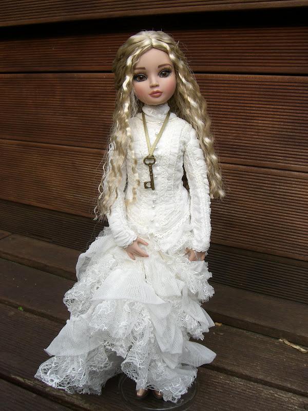 Rosalba, l'EE  brunette relookée de Sandra San 026
