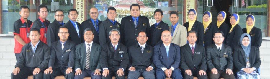 Panel Hakim Inovasi Majlis Perbandaran Manjung bersama peserta inovasi