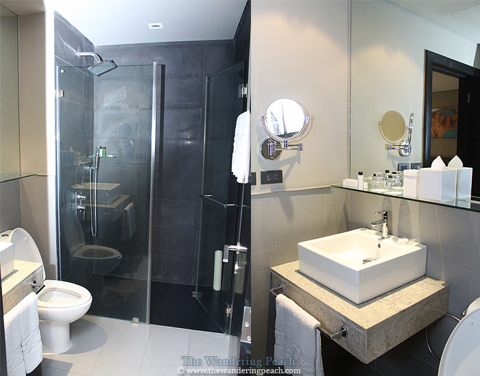 toilet and bath at f1 hotel suite room
