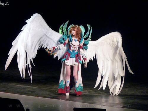 """Ngắm người mẫu Nga trong lốt """"thiên thần"""" của Aion 12"""
