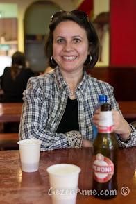 Sorrento'daki Da Franco'da Peroni içerken