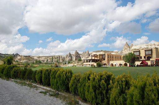 Турция: Город Гереме в Каппадокии, набережная.