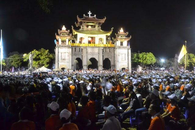 Phóng sự ảnh: Phát Diệm rực rỡ trong đêm diễn nguyện