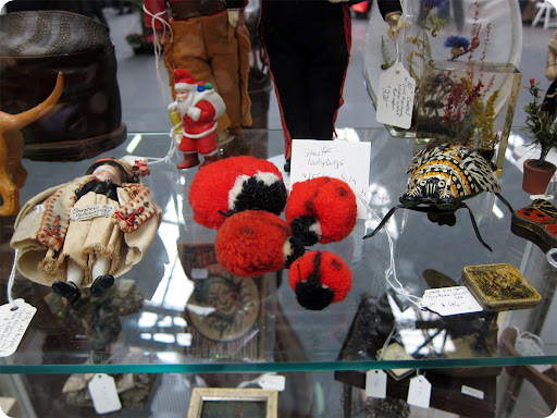 Pom-pom ladybugs. craft project: http://www.marthastewart.com/269722/pom-pom-animals
