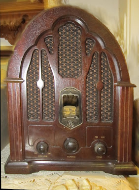 Antique GE radio.