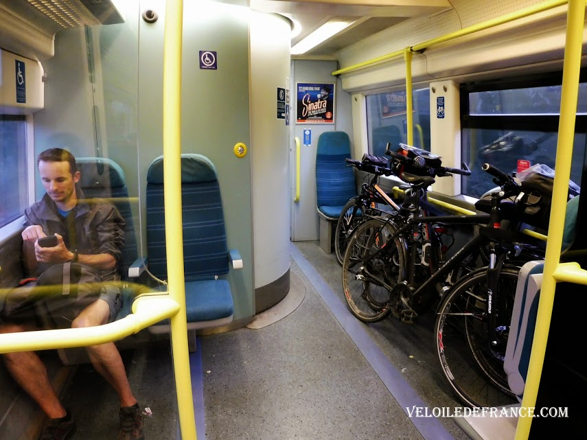 Compartment for cycles or for people with reduced mobility in an English train - Paris Londres à vélo par veloiledefrance.com