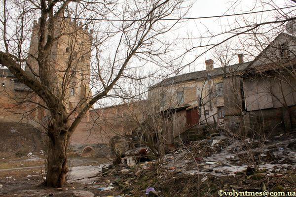 Потопає в смітті Будинок Пузин